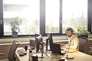 2 Ways to Reduce Noise in Your Call Center